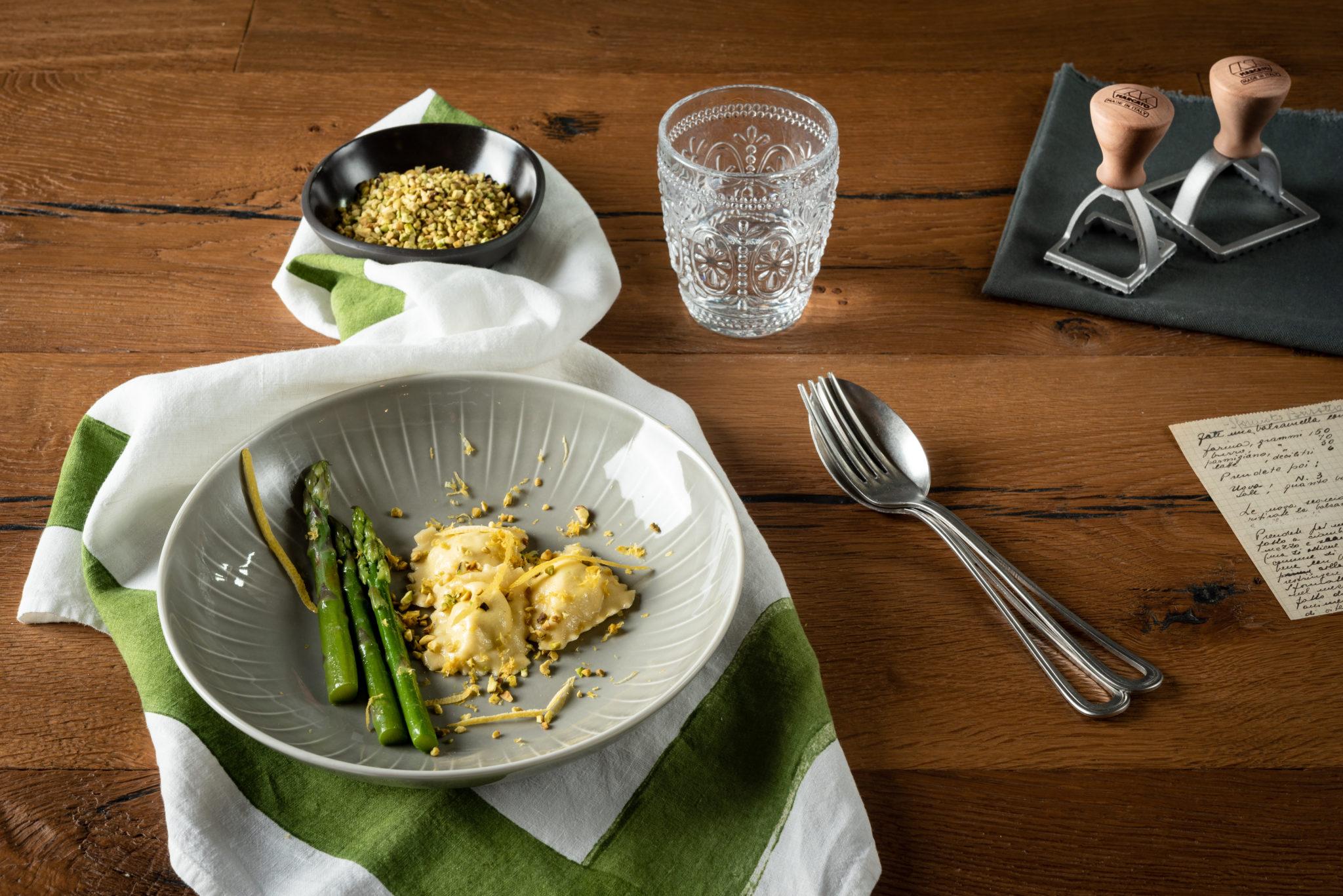 fotografia del piatto di ravioli fatto con la atlas di marcato